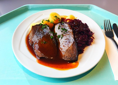 Marinated pot roast with red cabbage & potatoes / Hausgebeizter Sauerbraten mit Apfelblaukraut & Salzkartoffeln