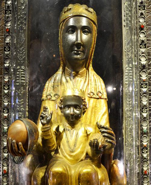 Virgen de Montserrat con el Niño
