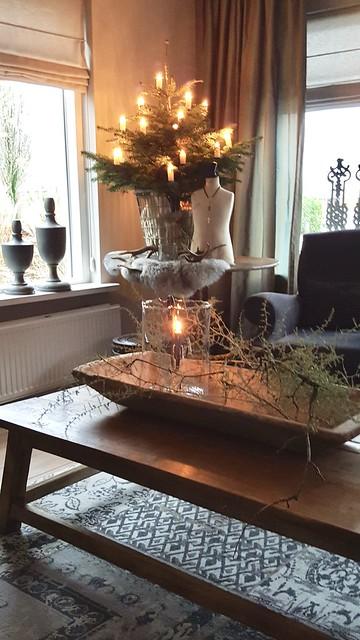 Kerstboom in draadmand, paspop