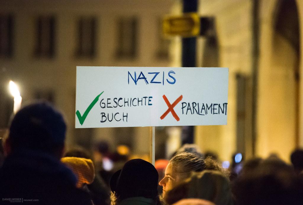 """Menschenkette rund um das Regierungsviertel in #Wien : """"Unsere Ministerien nicht in die Hände von Rechtsextremen!"""" #schwarzblau #fpö #nrw17"""