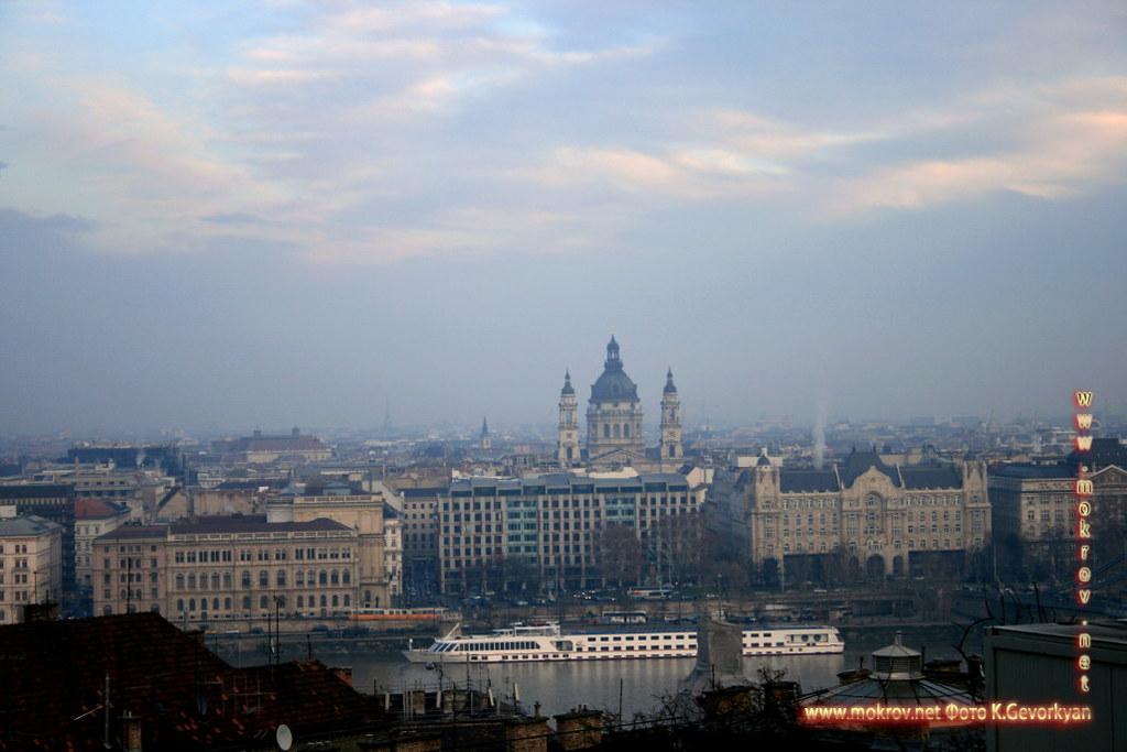 с фотокамерой прогулки туристов Столица Венгрии - Будапешт.