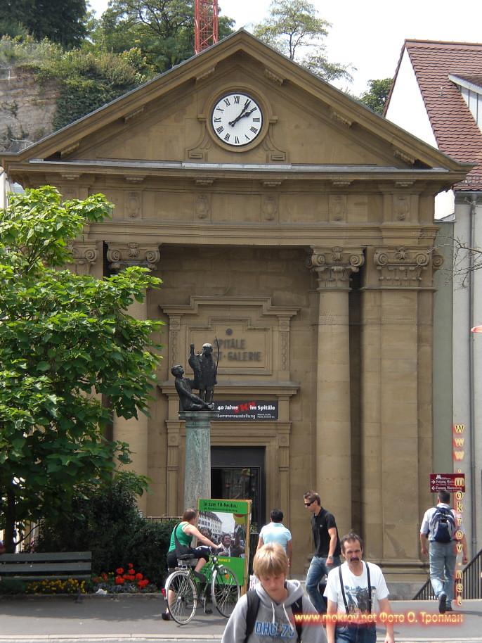 Город Вюрцбург с фотоаппаратом прогулки туристов
