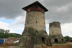 Sur le site des Usines Lambiotte (Prémery, Nièvre)-Tours de séchage