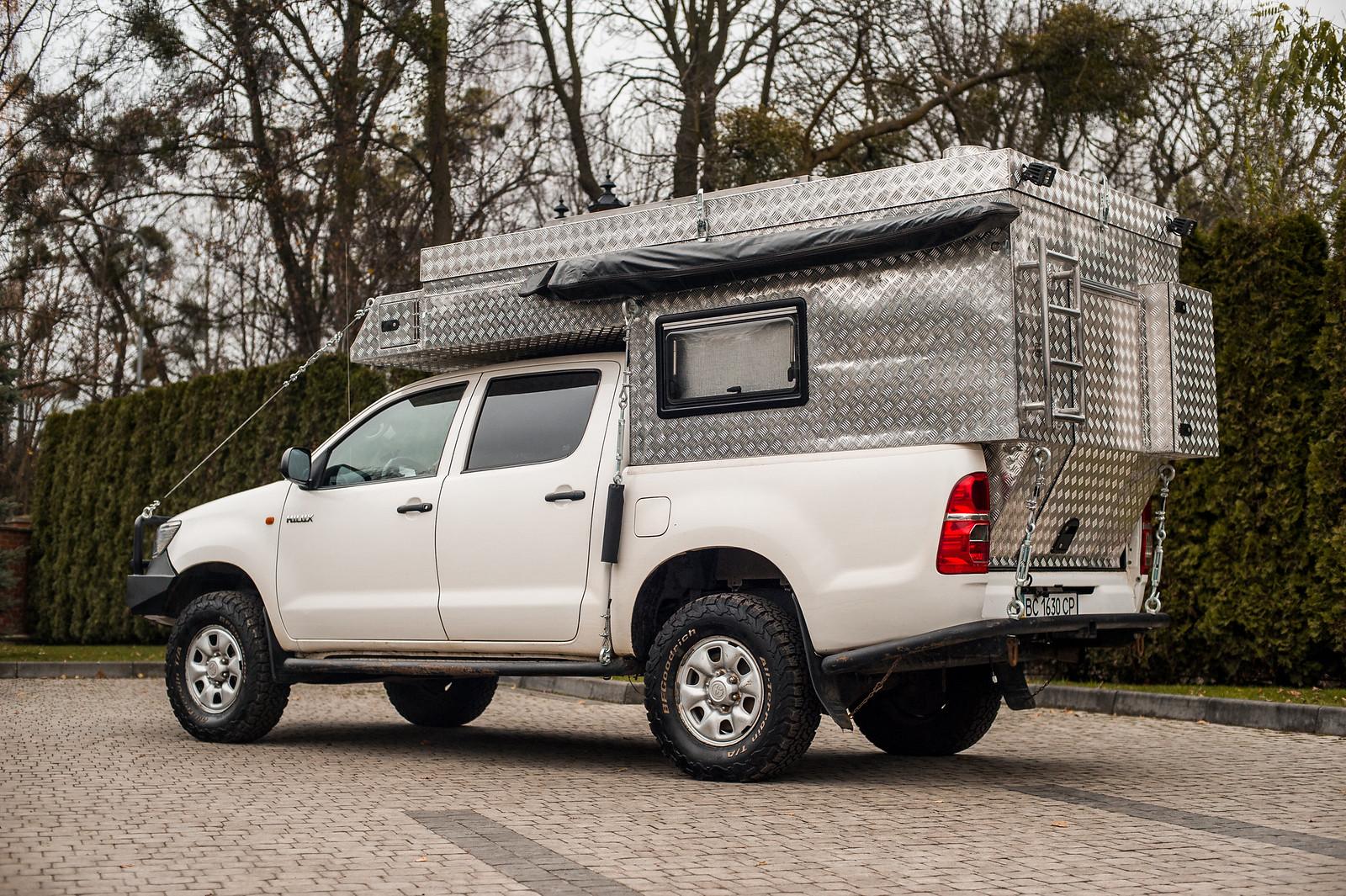 Продам Toyota Hilux Off-Road Camper 38746647321_cc10cbf7a5_h