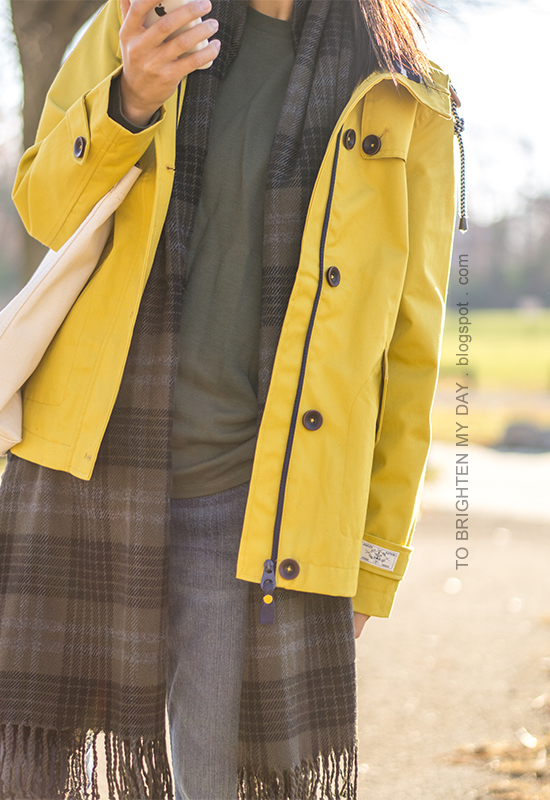 yellow rain jacket, olive green side tie top, green plaid scarf, canvas tote, girlfriend jeans