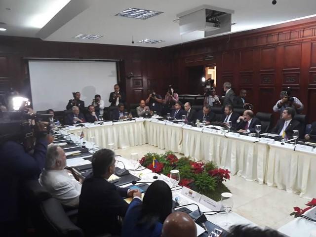 Governo venezuelano e oposição sentam para negociar na República Dominicana