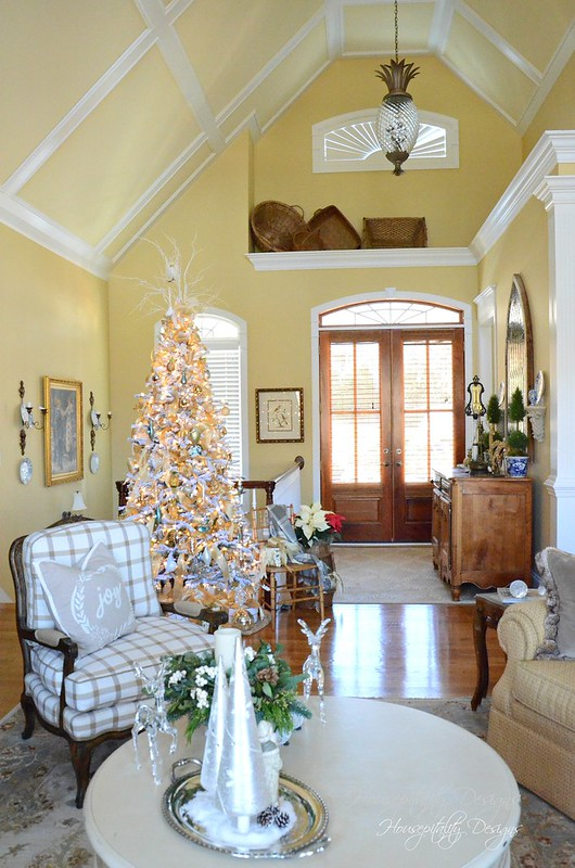Christmas GreatRoom-Housepitality Designs
