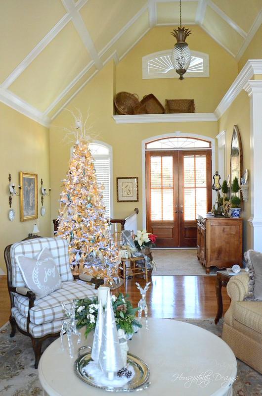 Christmas GreatRoom-Housepitality Designs