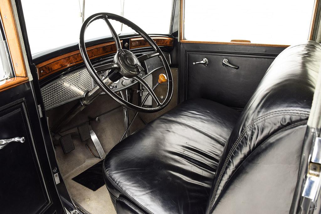 30006_G Cadillac Series 452 Fleetwood 452CI V16 3SPD Limousine_Black Silver