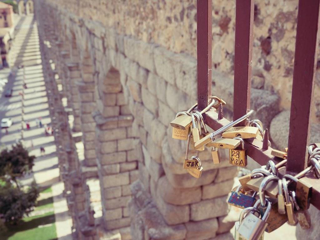 Amor en Segovia. #acueducto #segovia #olympusomd10markii #summer2017 #travelphoto #love #photography