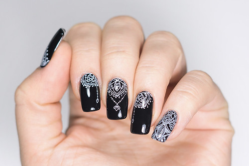 Nailart: Essie Black and White Boho | by Poesiepixel