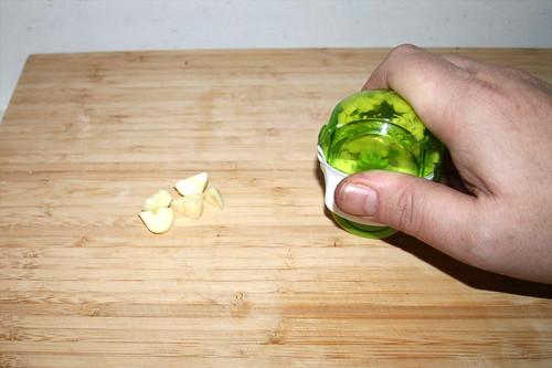 31 - Knoblauch zerkleinern / Mince garlic