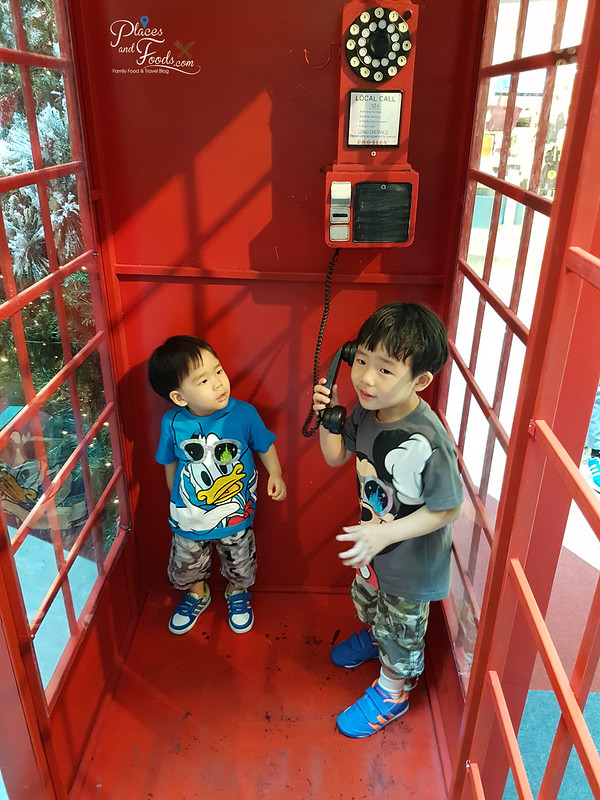 mid valley christmas 2017 phone booth