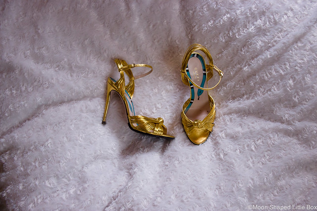 Gucci kultaiset sandaletit korkokengät