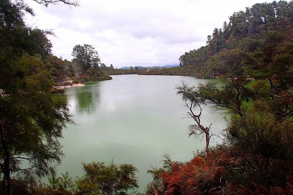 Вай-О-Тапу, часть вторая - гейзеры-гайзеры, кратеры, изумрудные озера, бани дьявола
