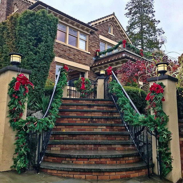Happy Thanksgiving! And Christmas! #seattle #queenanne #thanksgiving #Christmas #houses #decorations #gettinglittletiredofrain