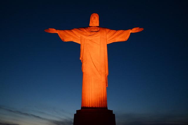 Cristo Redentor, Elevador Lacerda e Palácio Buriti são iluminados de laranja no Dia Internacional pela Eliminação da Violência contra as Mulheres/planeta 50 50 noticias igualdade de genero destaques 16 dias de ativismo