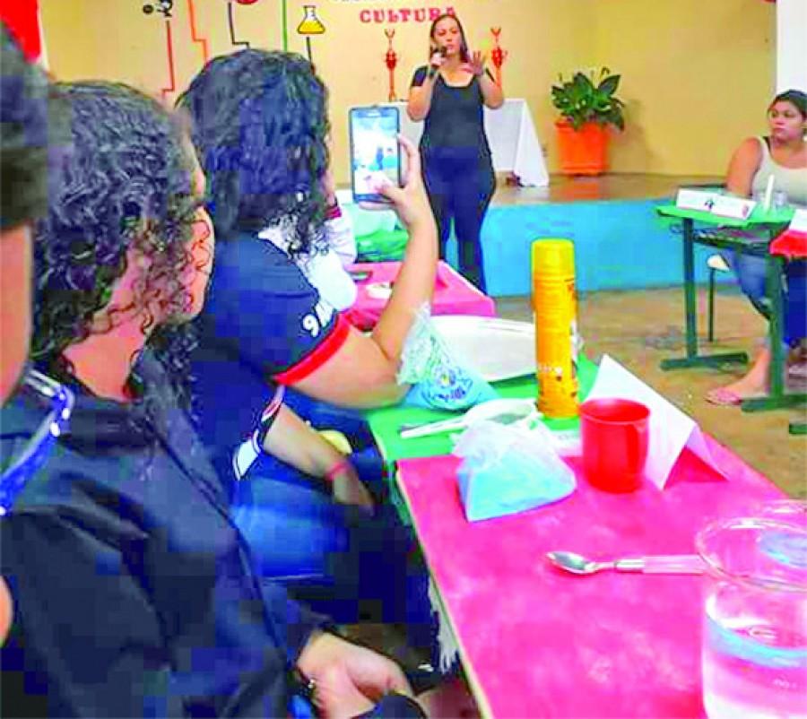 Escola faz feira de ciências e desperta interesse científico nos alunos