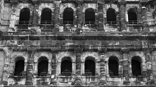 Image de Porta Nigra. nikon d300s nikkor 18105mmf3556 nikon18105mmf3556 photoshop travel europe germany trier portanigra interior arch architecture building ruin blackandwhite bw historic city
