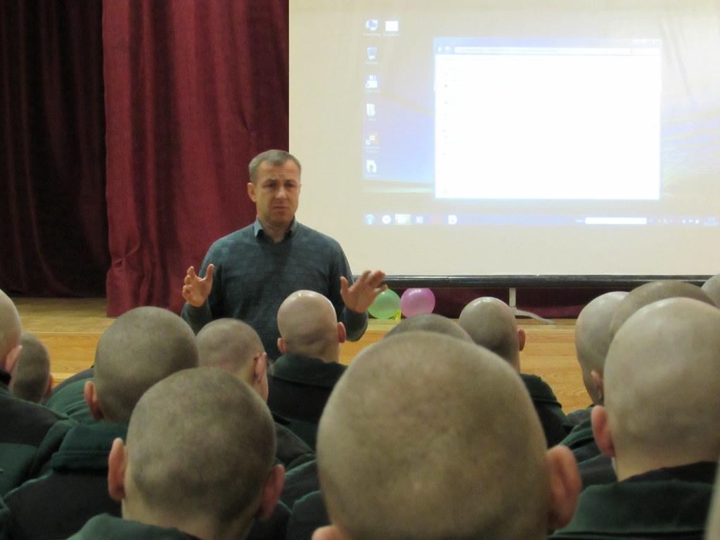 Павлюченко рассказывает воспитанникам о терроризме
