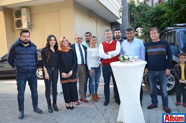 Tanju Çolak ve davetliler bol bol hatıra fotoğrafı çektirdi.