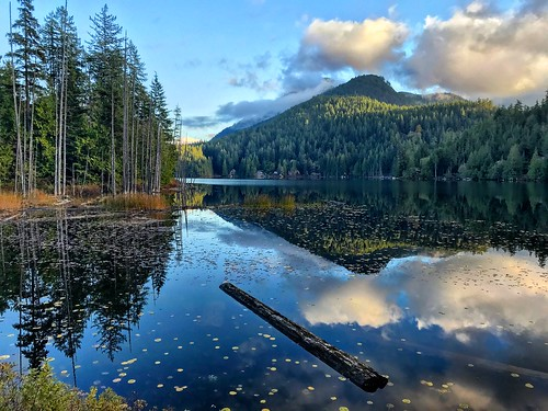 nature mountain lake boat reflections wanderlust travel bc britishcolumbia sunshinecoast canada