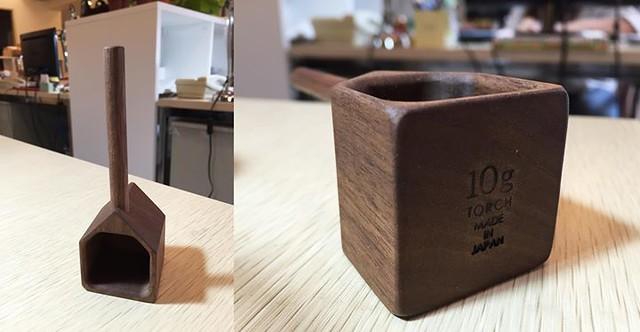 【手帖365】木製咖啡量匙 這支木製的房子咖啡量匙是我的心頭好,只是我找不到它去哪裡了(搔頭),一匙下去剛好約10g,正好是一人份的豆子量,木頭溫潤質感加上手工磨製痕跡,讓喝咖啡這件事情更浪漫有溫度了。 #生活手帖365 →看其他生活手帖365:http://ift.tt/2ymD4F2