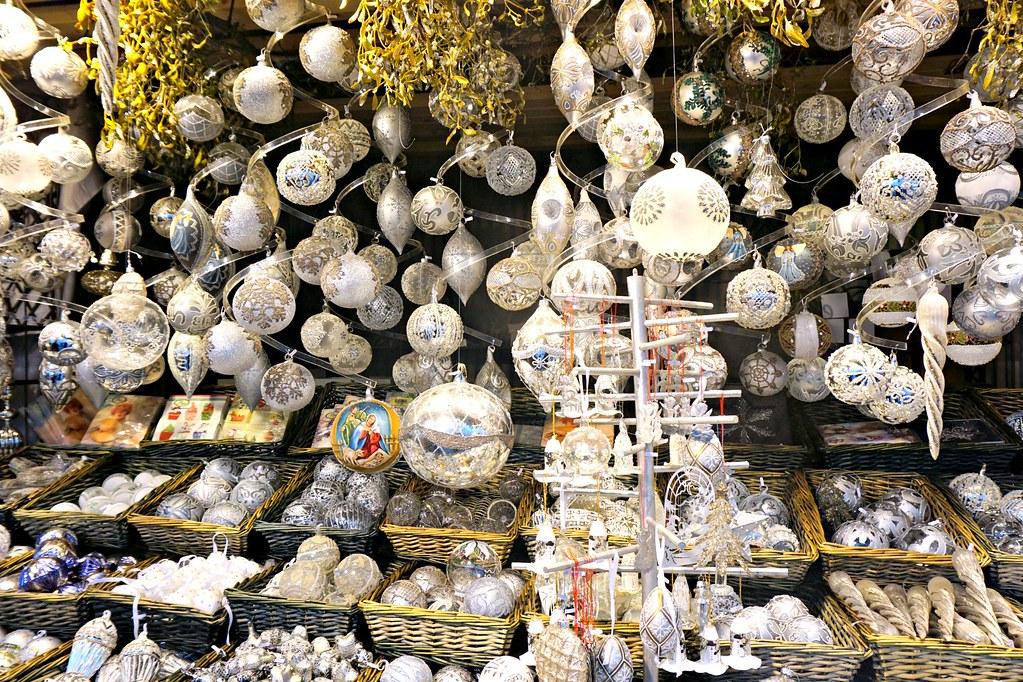 Joulupalloja Wienin joulumarkkinoilla