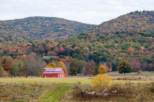 photosbymch landscape redbarn barn fallcolors mountains westvirginia usa canon 5dmkiv 2017 autumn pasture trees leaves