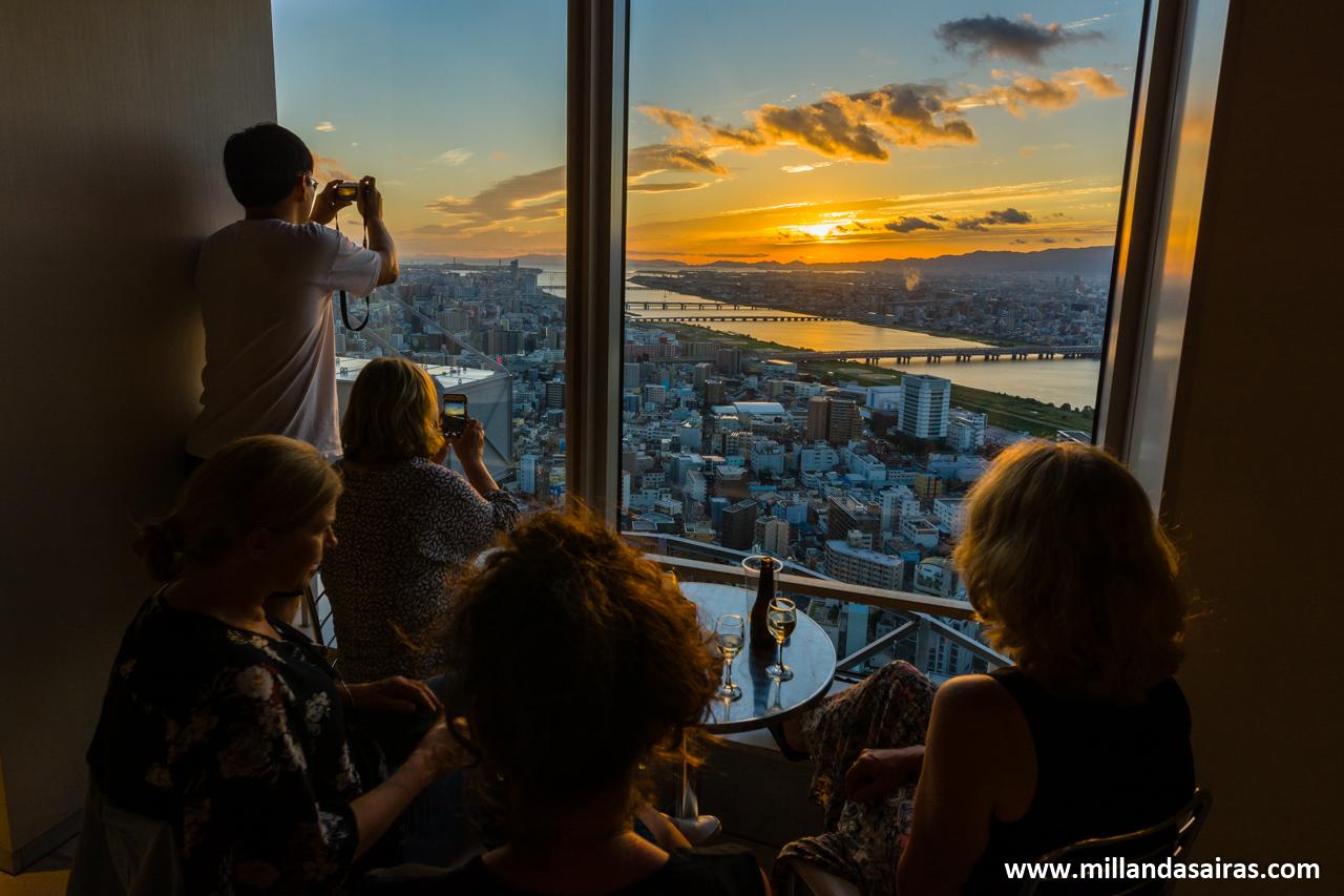 Anochecer sobre Osaka desde el Umeda Sky Building
