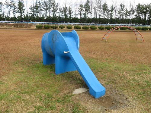 金沢競馬場の象の滑り台