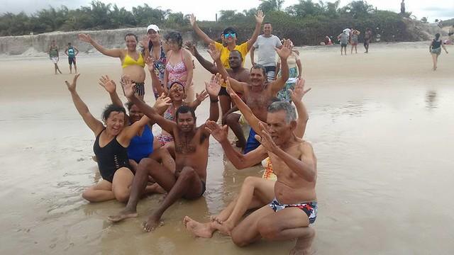 Ação social realiza o sonho de conhecer o mar de dezenas de pessoas