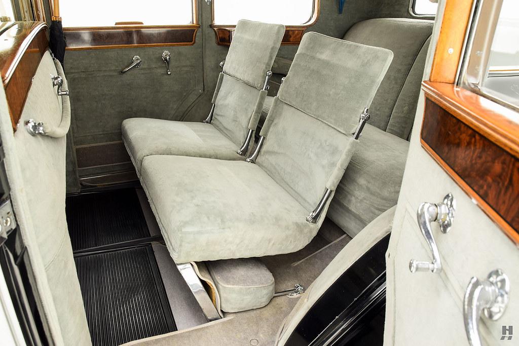 30006_N Cadillac Series 452 Fleetwood 452CI V16 3SPD Limousine_Black Silver