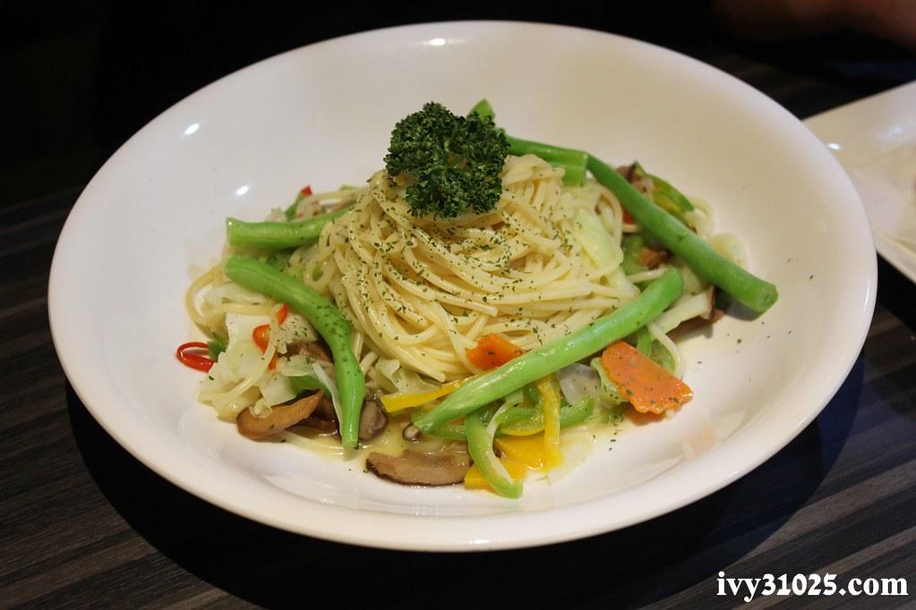 洋城義大利麵餐廳 : 義式薄皮披薩 / 義大利麵 / 主廚私房菜 / 台南安平店
