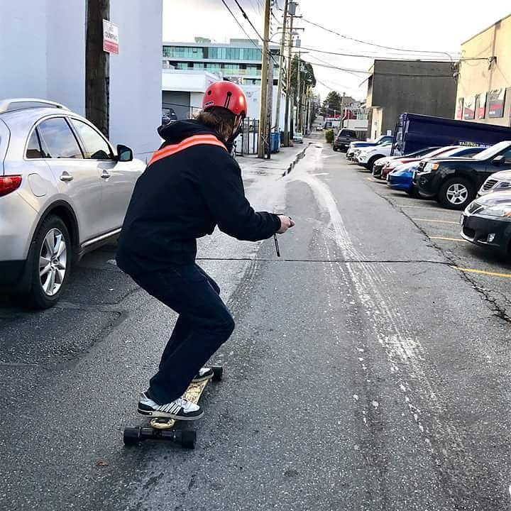 Test driving an Evolve GT Street e-skate @BoarderLabs. #evolveskateboards