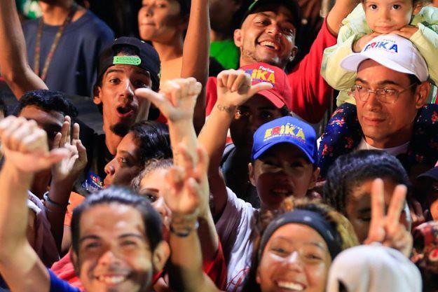Em eleições municipais, chavismo vence em 300 das 335 cidades venezuelanas