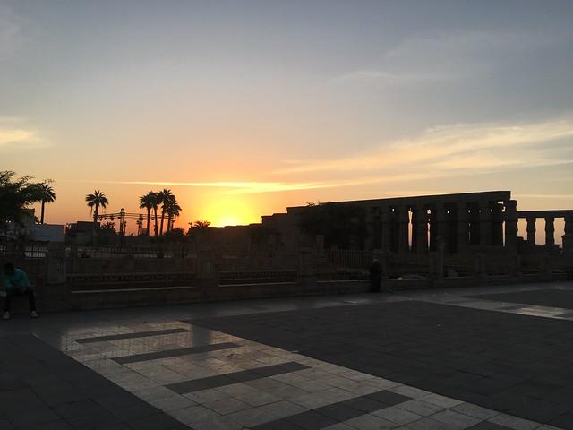 夕方のルクソール神殿