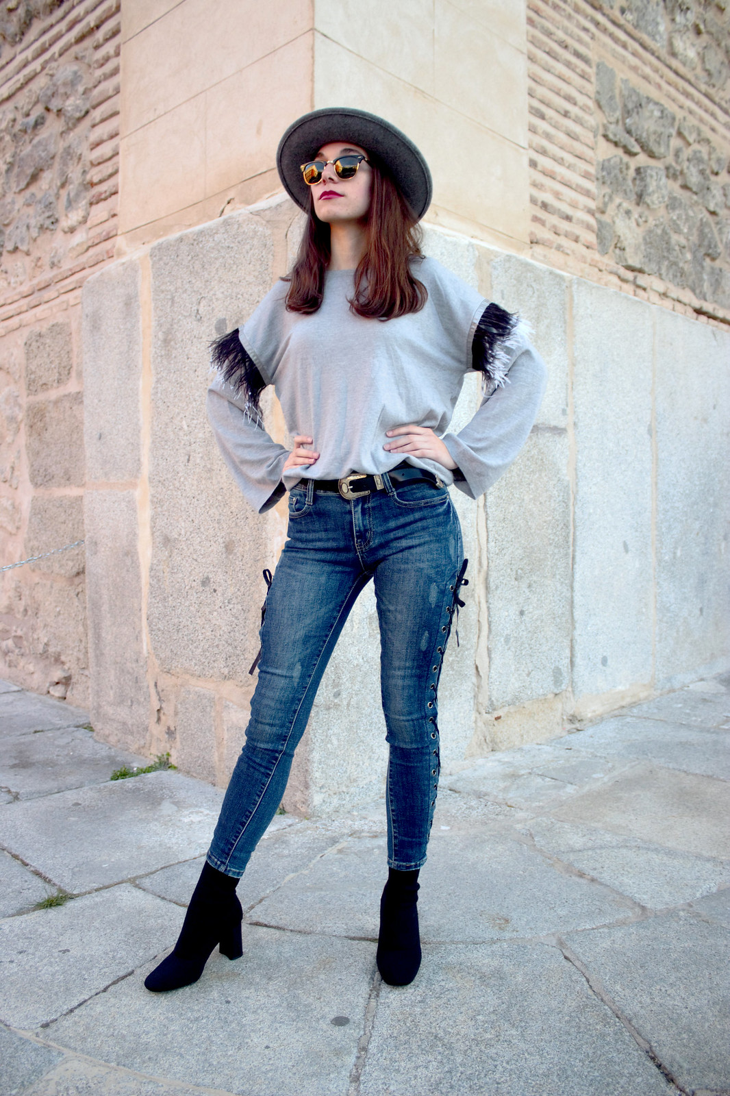 madlula-newcollection-sweater-paris-gris-jeans-sofia