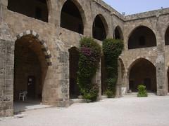 Sidon, Khan al-Franj, Hof