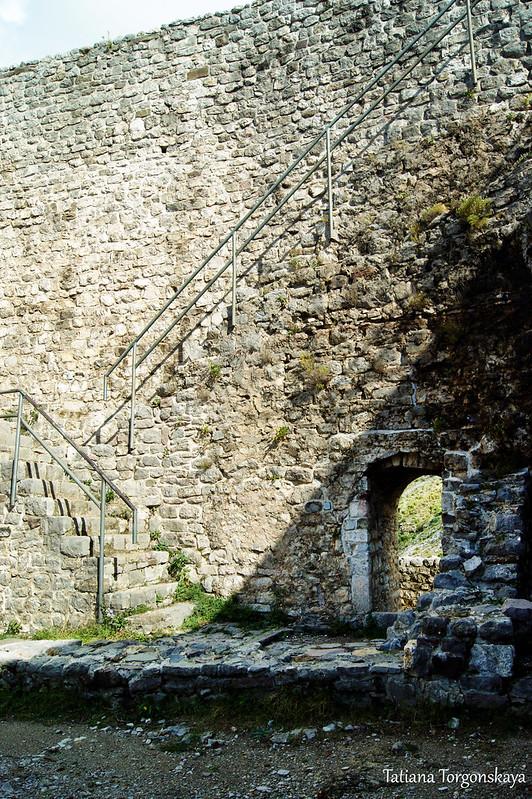 Фрагмент крепости с лестницами