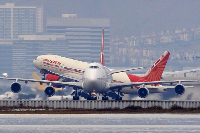 Qantas 747 and Air India 777, Canon EOS REBEL SL1, Canon EF 300mm f/4L
