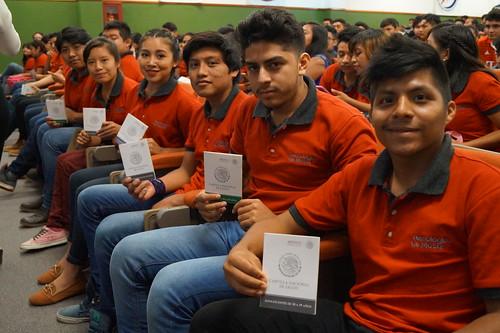 IMSS entrega cartillas de salud a estudiantes del TECMOTUL