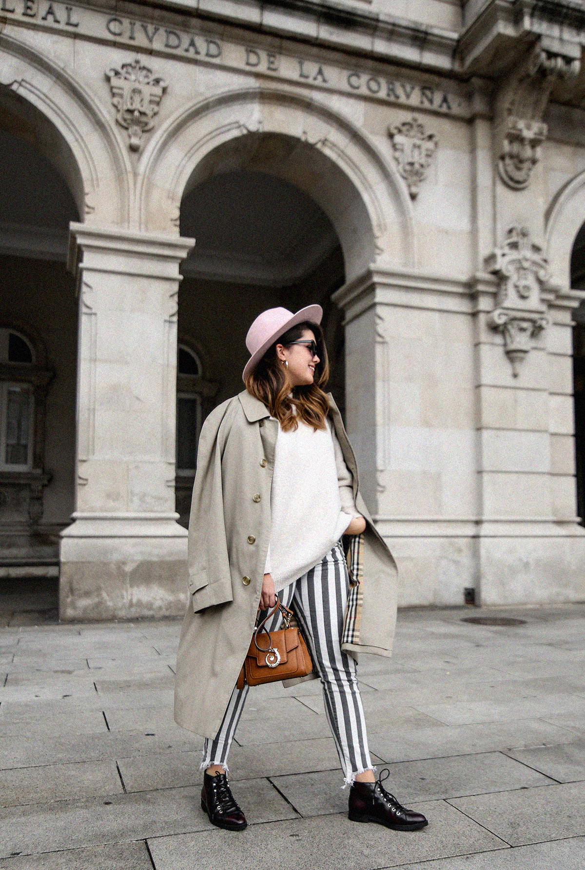 pantalones-de-rayas-pull&bear-streetstyle-lovy-bag-trussardi13