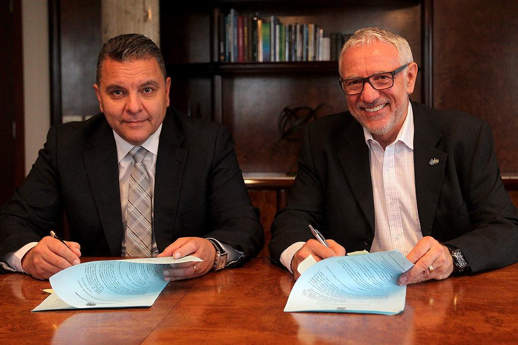 Assinatura de termo de cooperação entre Sistema Fiep e TRE