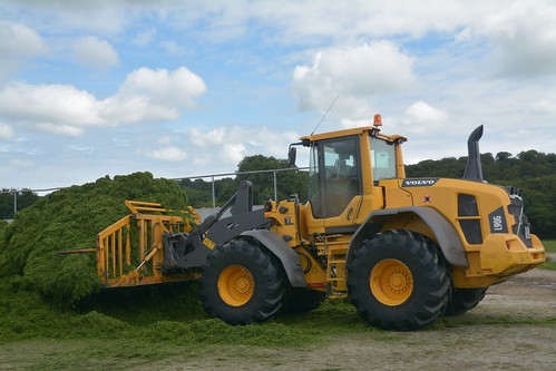 Volvo L90G Loader with OCE Folding Silage Fork