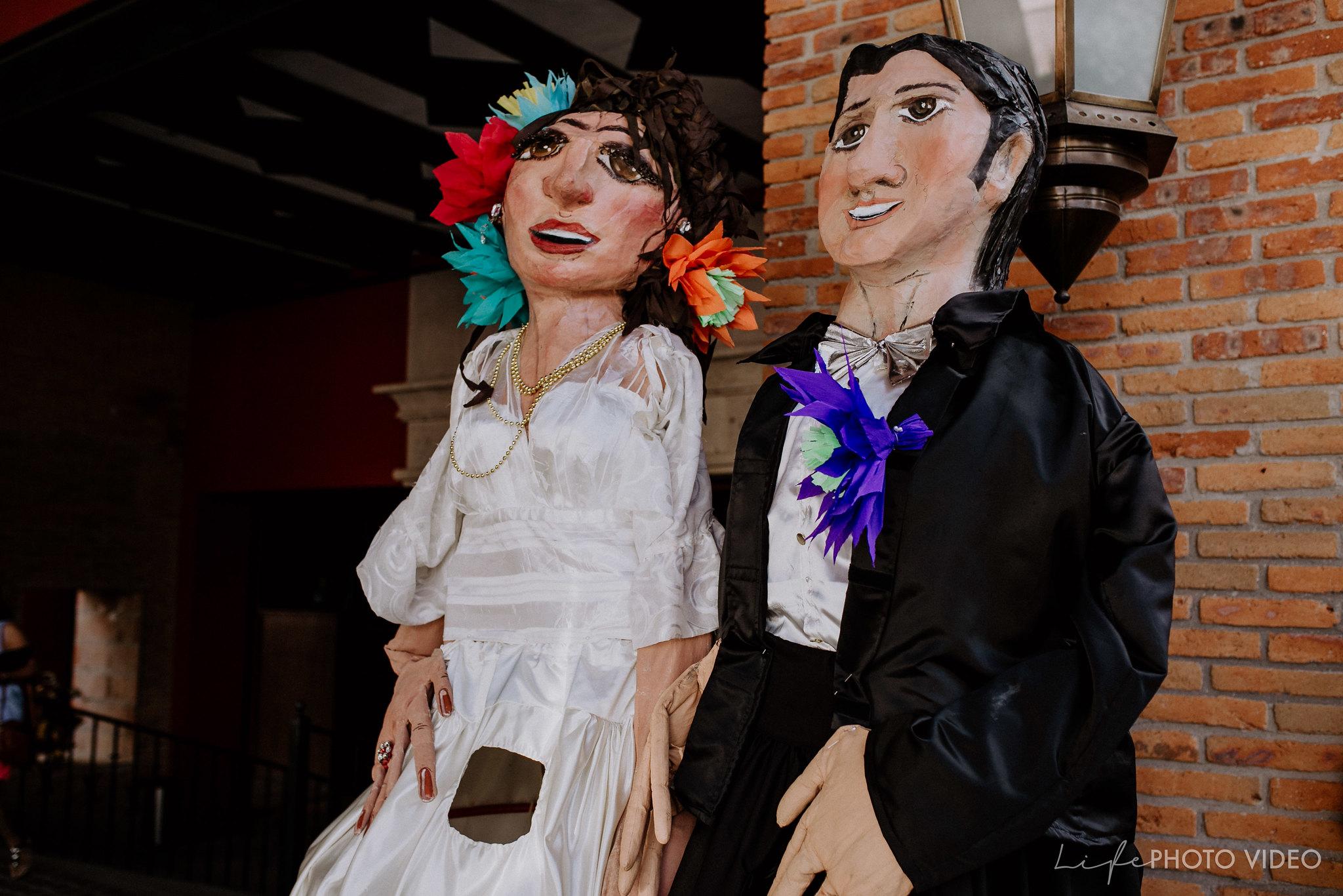 SanMigueldeAllende_Wedding_Callejoneada_Vaquillada_0042