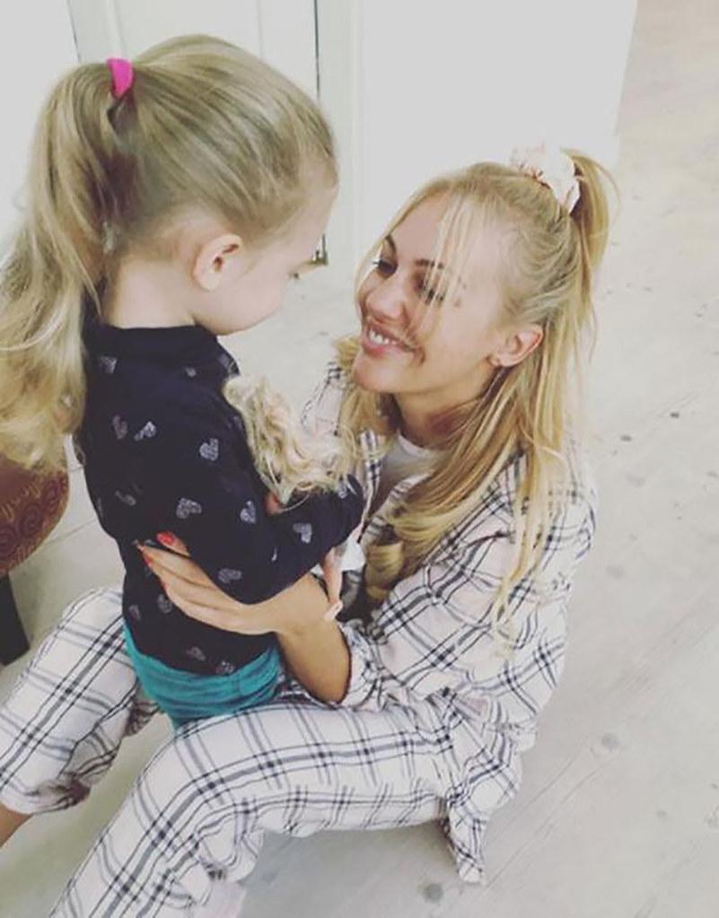 Meryem Uzerli ve kızı Lara
