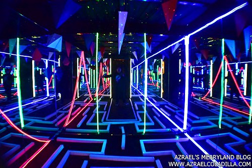 Estancia Mall S Vast Imaginarium Mirror Rooms An