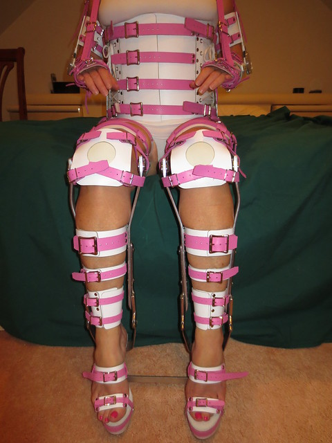 Sitting in Braces with Different Knee Pad Configuration