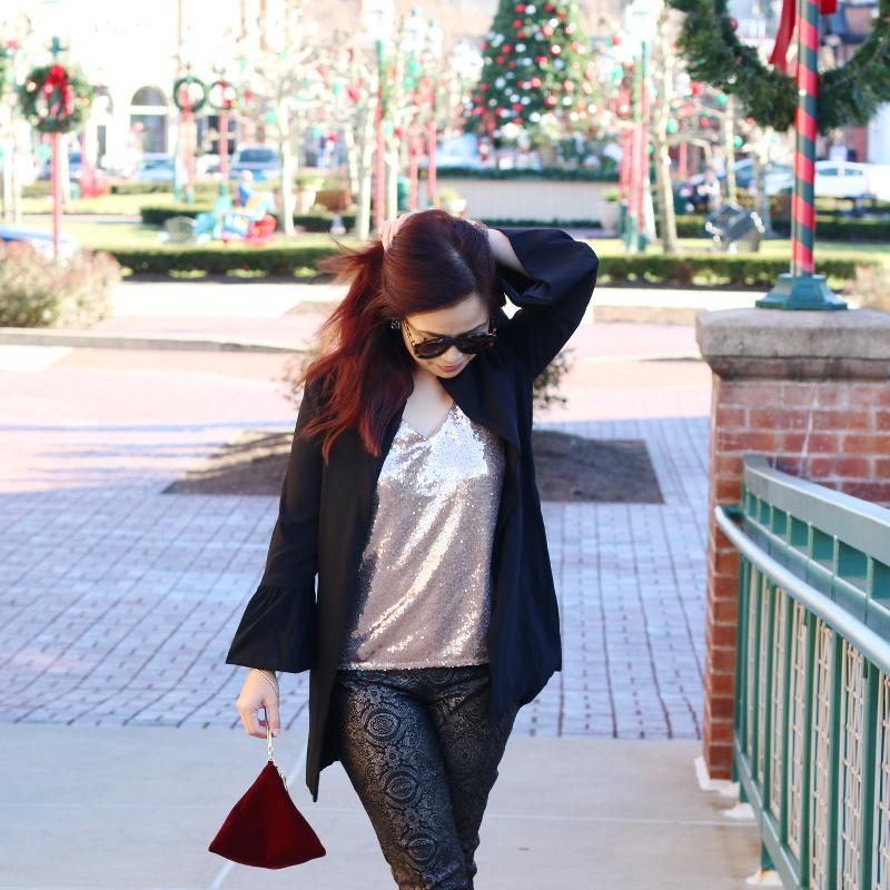 versona-holiday-outfit-velvet-bag-sequin-top-black-blazer-3